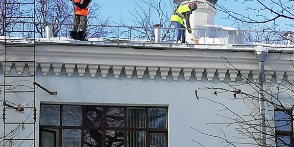очистка снега с крыш Москва
