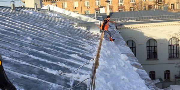 Очистка крыш от наледи, сосулек и снега